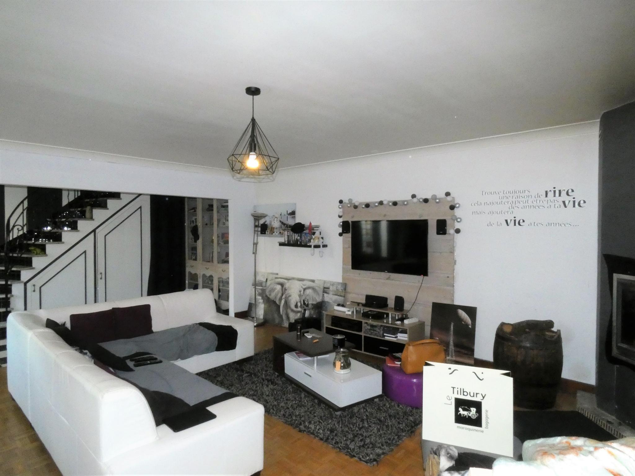 vente maison familiale centre mirebeau. Black Bedroom Furniture Sets. Home Design Ideas